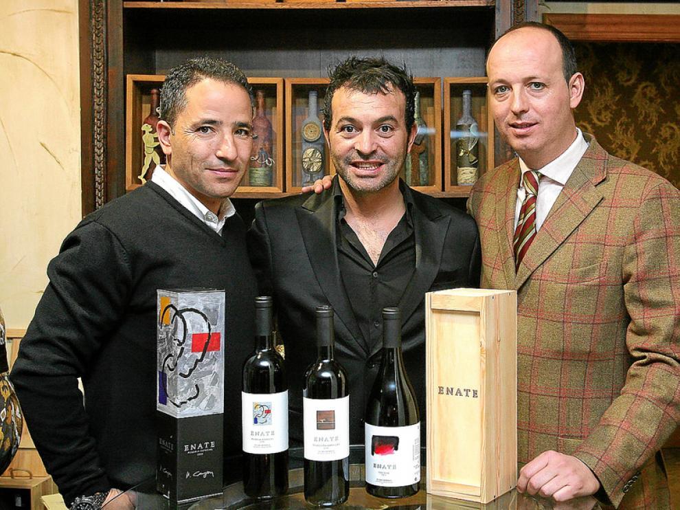 Vicente García Plaza, José Antonio Ros y Óscar Valenzuela, con los nuevos vinos.