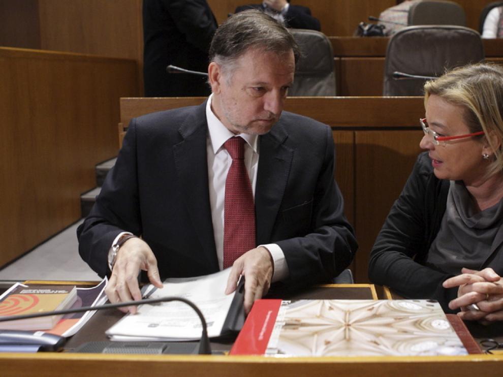 Marcelino Iglesias y Eva Almunia, hoy en el pleno de las Cortes