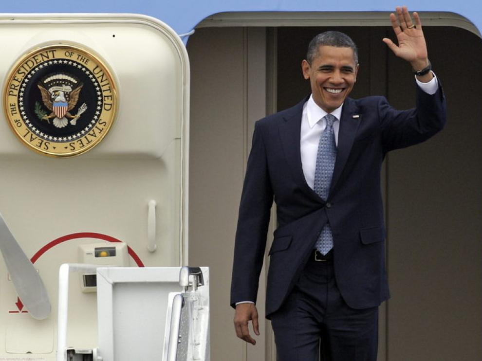 El presidente estadounidense, a su llegada a la capital portuguesa