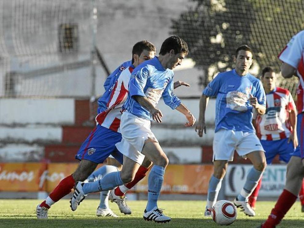 Imagen del partido At. Monzón-Binéfar de esta temporada. Hoy ambos se enfrentan a rivales directos de la competición.
