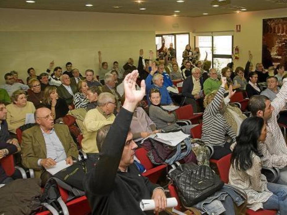 Los propietarios manifestaron ayer su decisión durante una larga reunión.