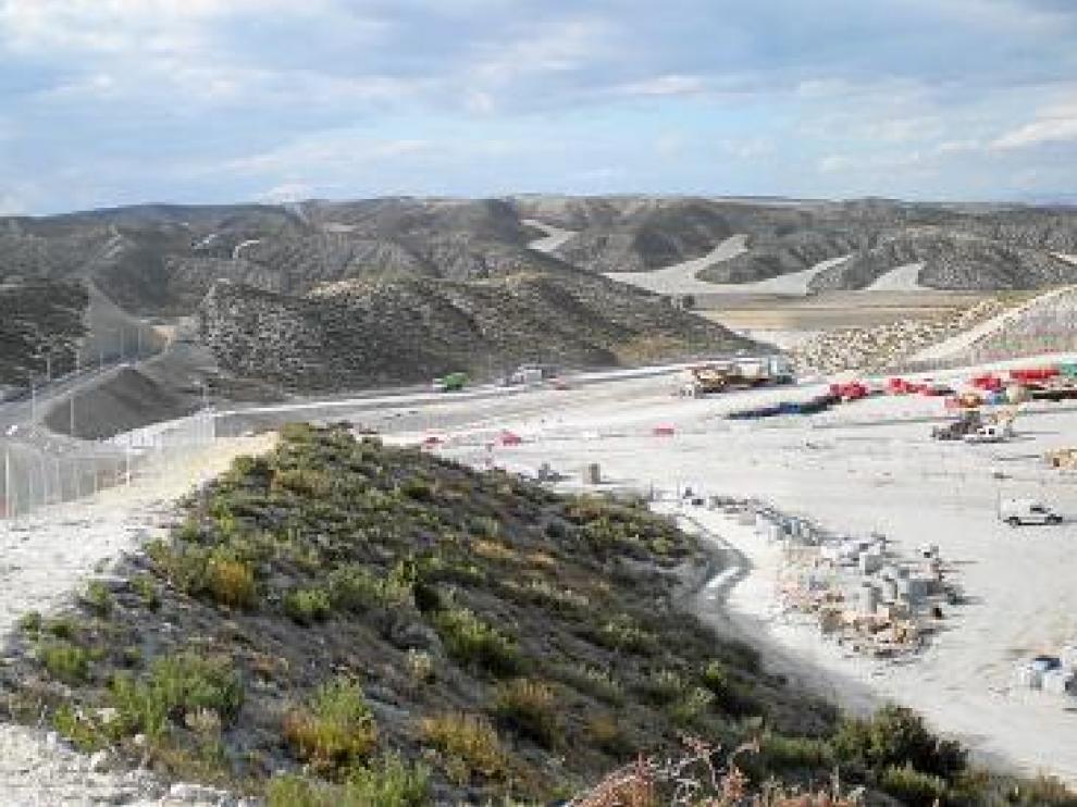 Vista panorámica del vertedero de residuos peligrosos construido en Zaragoza, en el barrio rural de Torrecilla de Valmadrid.