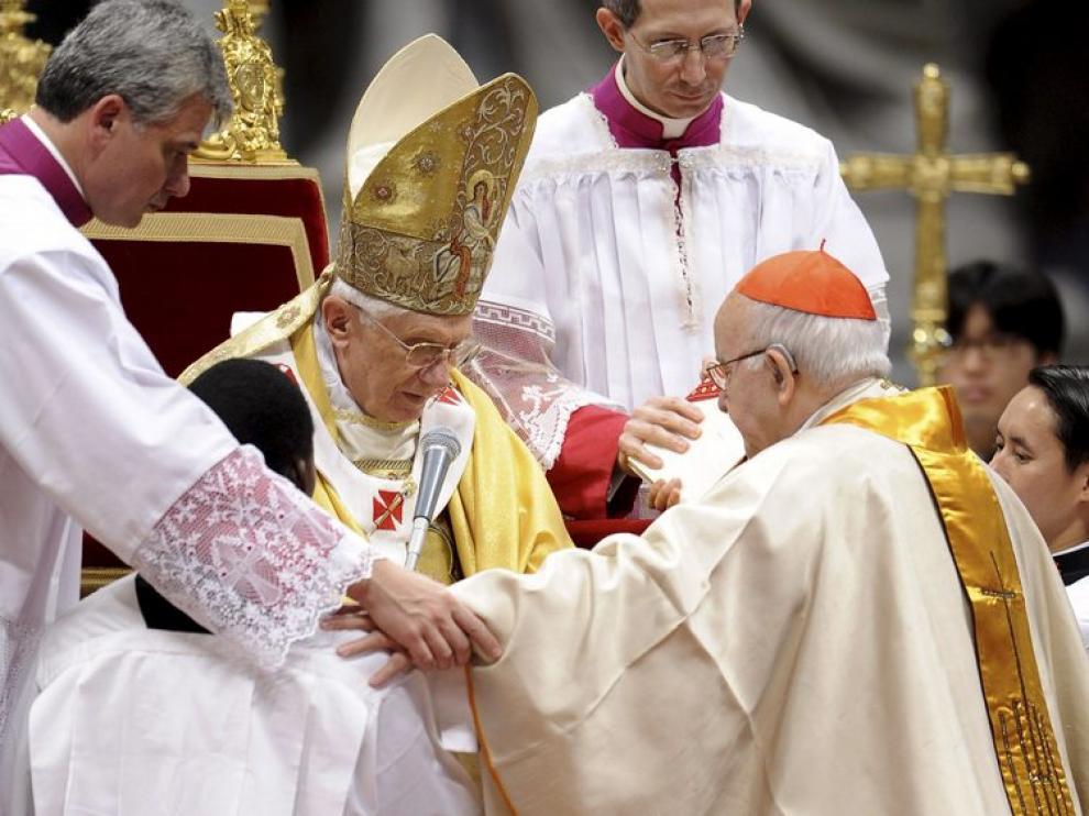 El Papa impuso este domingo el anillo cardenalicio al español José Manuel Estepa y a otros 23 nuevos purpurados