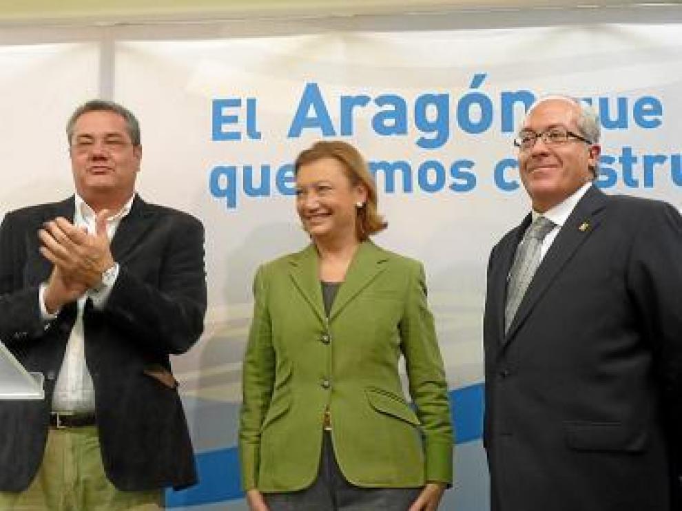 Antonio Torres, Luisa Fernanda Rudi y Víctor Barrio, ayer en Jaca.