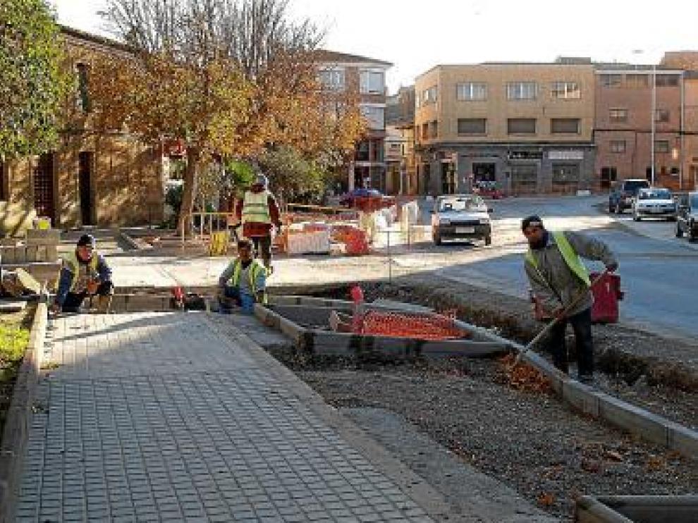 La obra llega por el cruce de las avenidas de Huesca y Fraga.