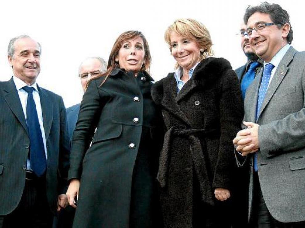Esperanza Aguirre (2i), Alicia Sánchez-Camacho (2d), y el candidato popular por Gerona (d), ayer.
