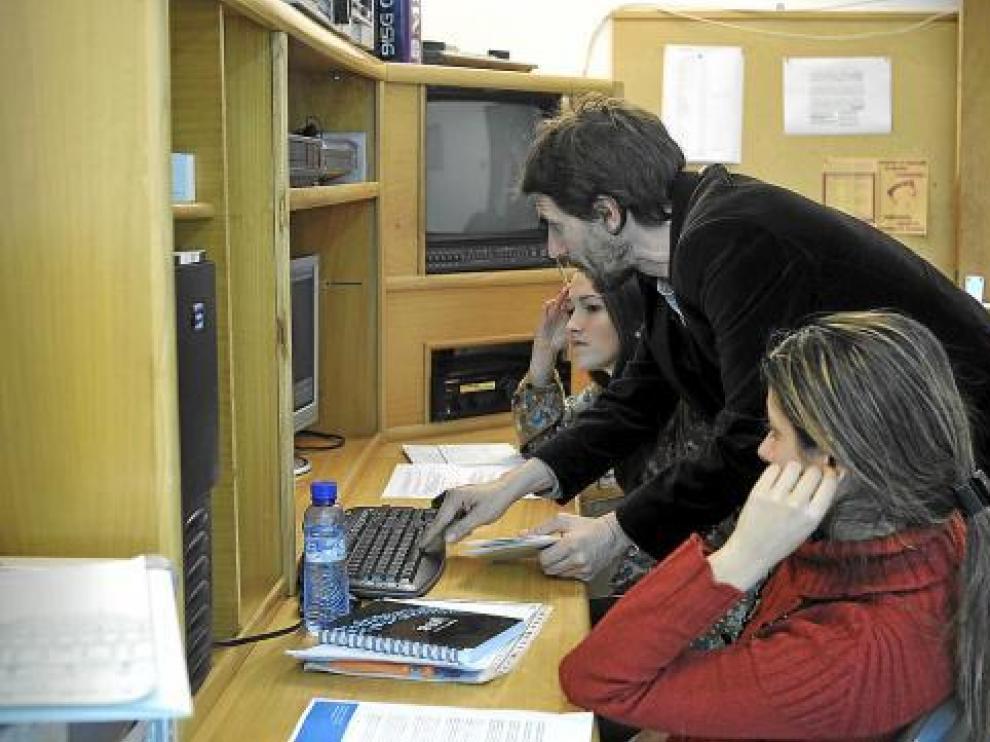 Un grupo de investigadores trabajaba ayer en la edición de uno de los documentales.