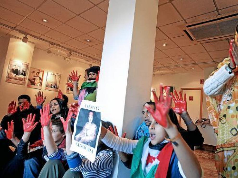 Un grupo de activistas saharauis ocuparon ayer la sede del PSOE en Valencia.