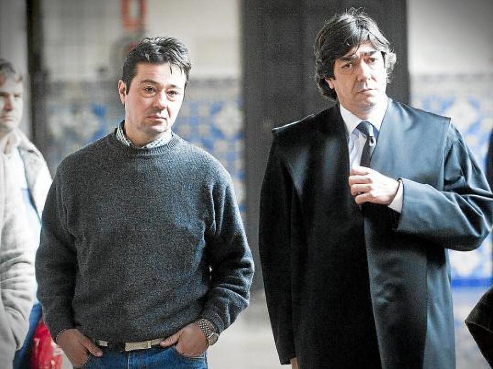 El acusado, Francisco Lozano Agustín, junto a su abogado, José Luis Melguizo, en la Audiencia.