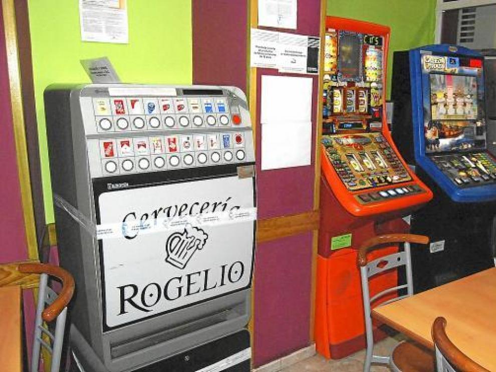 Una de las 17 máquinas precintadas en un bar de Monzón.