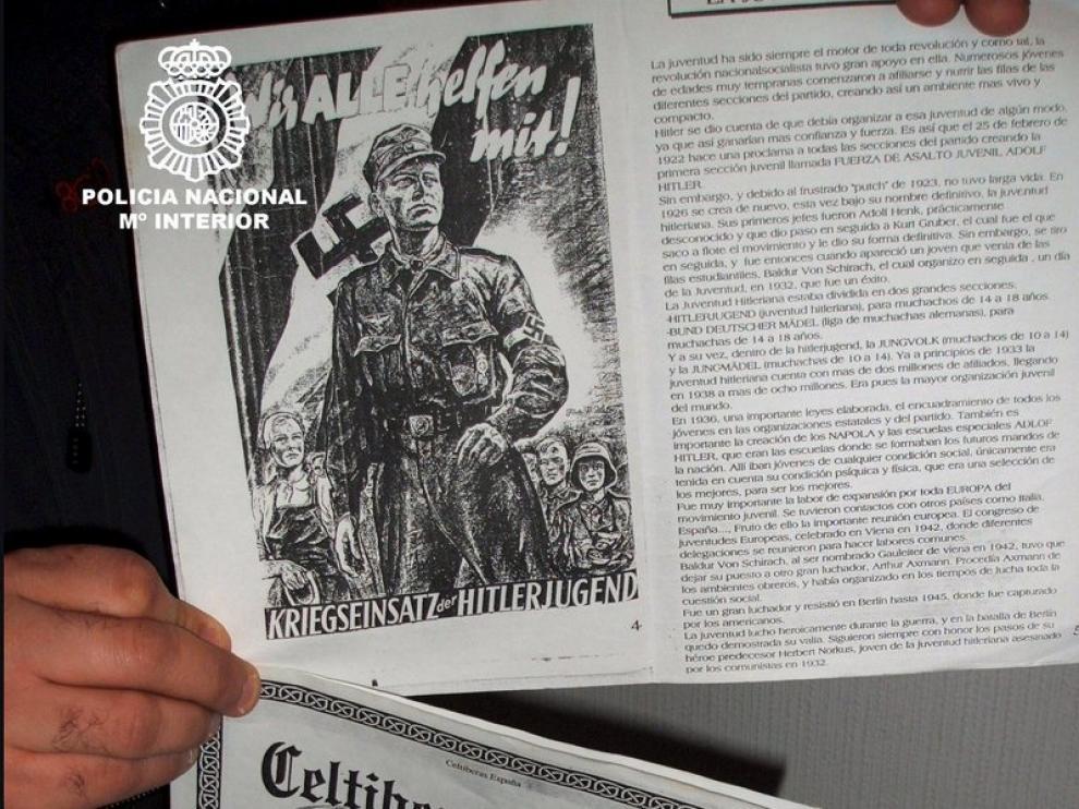 Dos panfletos de propaganda con los que difundían su ideología política