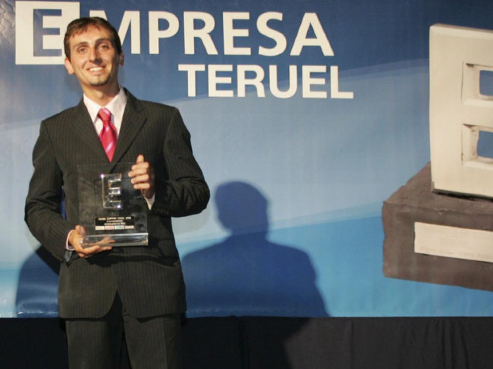 Raúl Igual, en foto de archivo cuando recibió uno de los premios Empresa Teruel
