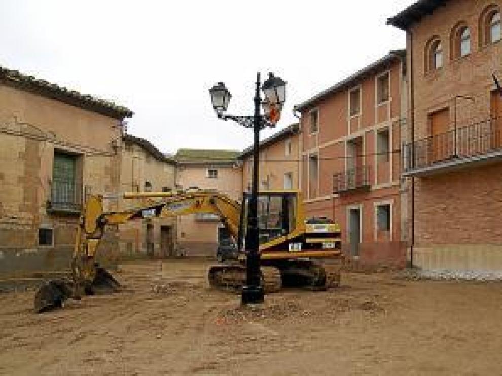 Estado de las obras en la plaza Mayor de Sangarrén.