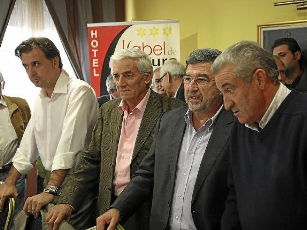 Junto a Ferrer, de izquierda a derecha, Joaquín Moreno, Ezequiel Martín y Amador Villamón.