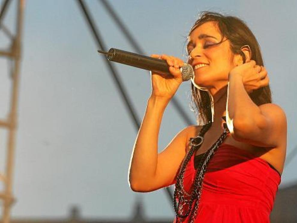 Julieta Venegas, durante un concierto en Huesca, en 2007.