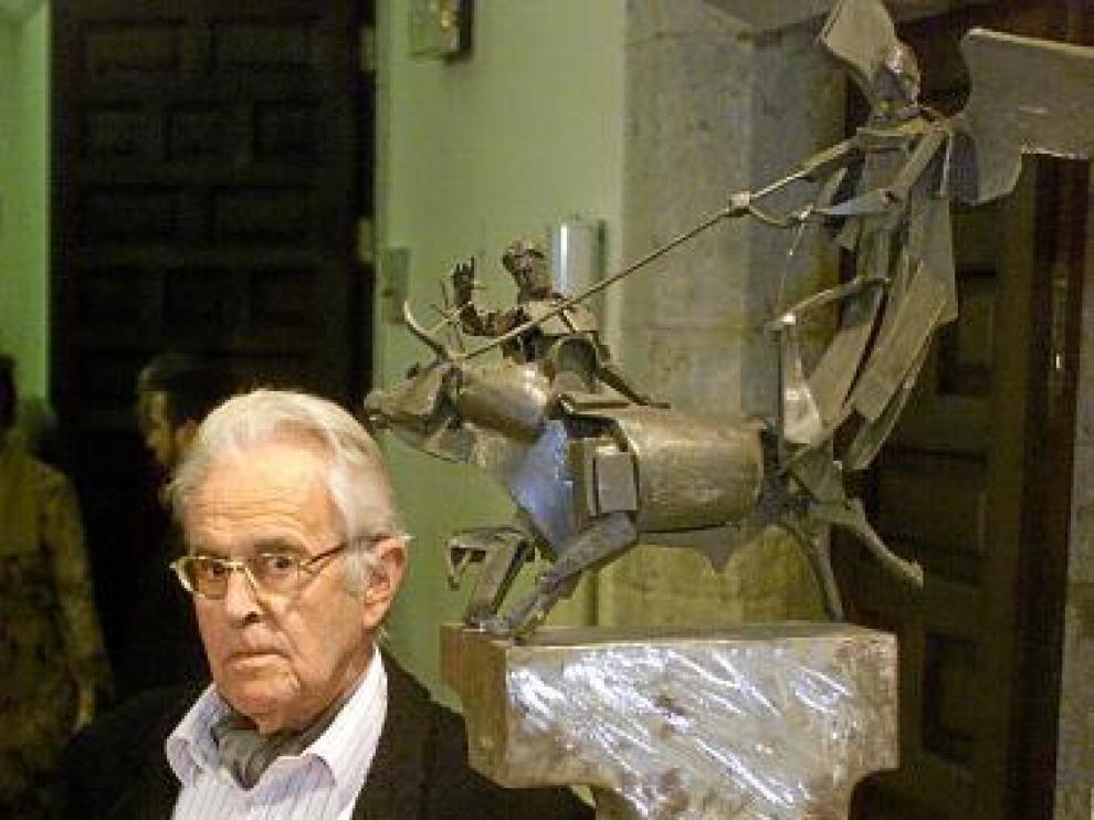 Gonzalvo, con la Cruz de San Jorge de la Diputación de Teruel.