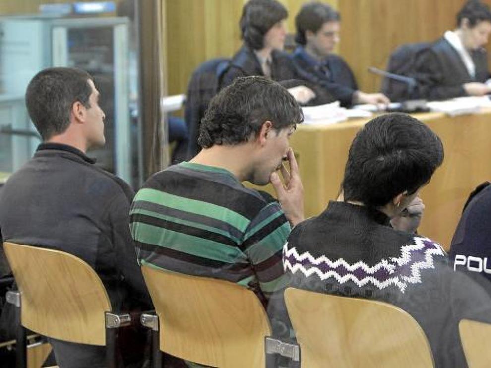 Goikoetxea (centro), junto a Gutiérrez y Cotano, durante el juicio contra ellos.