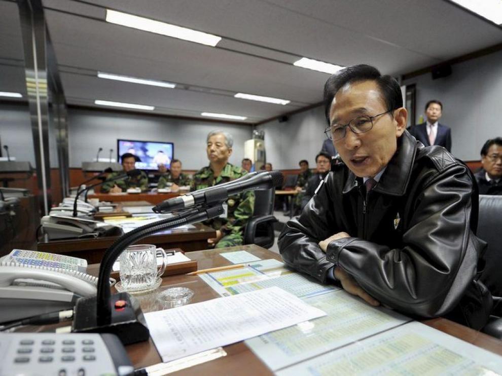 El presidente sucoreano Lee Myung-bak en el Centro de Mando Conjunto de Jefes del Estado Mayor de Seúl