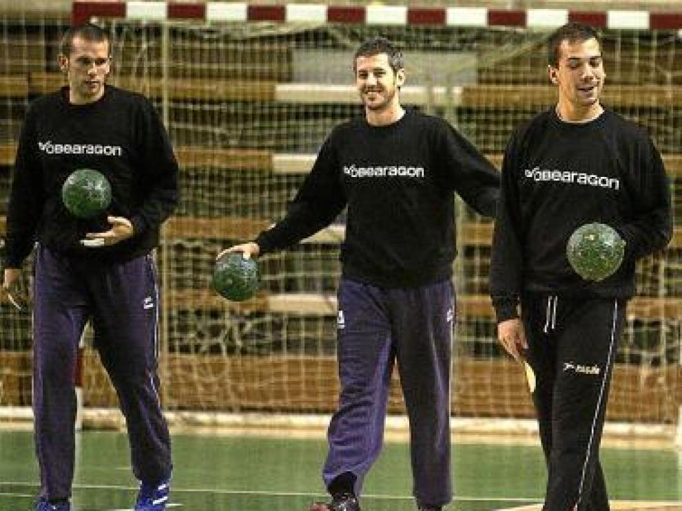 Bertos, Álvarez y Jorge García, puntales del Obearagón.