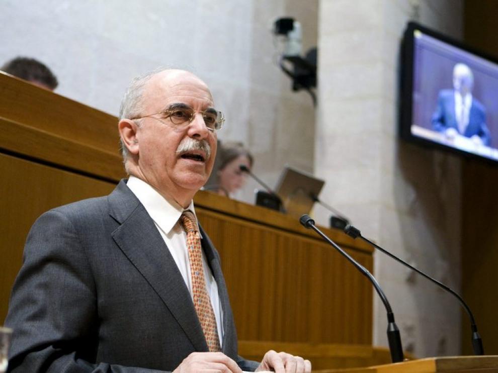 Alberto Larraz, hoy durante su intervención en pleno de las Cortes de Aragón