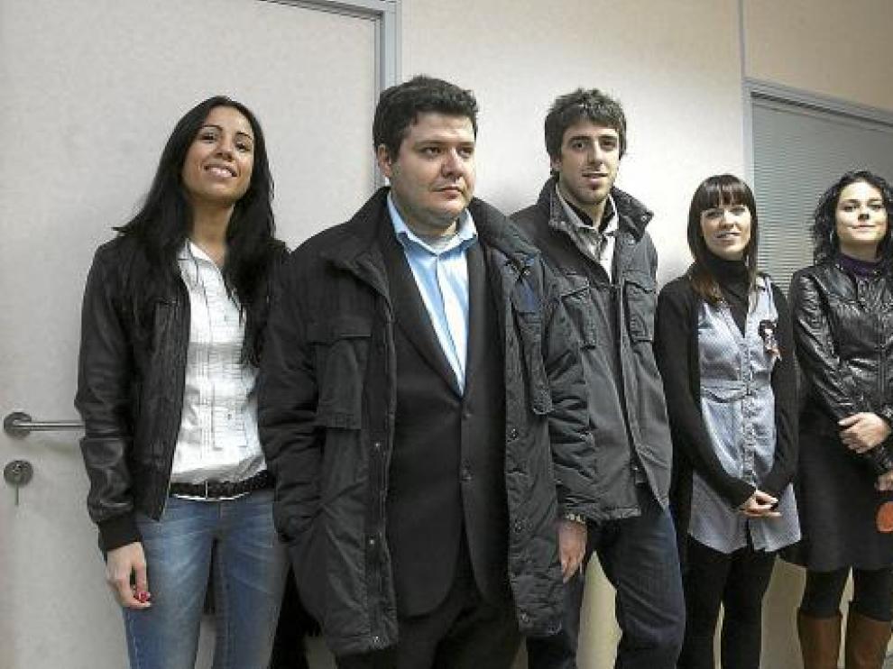 Alumnos premiados en diferentes especialidades, en el acto de ayer en Huesca.