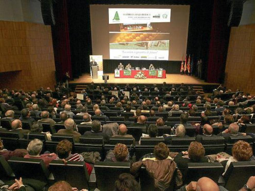 La organización agraria logró reunir a un millar de participantes en su asamblea.