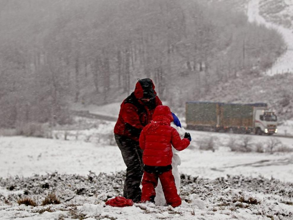 La nieve ha cubiero parajes como Roncesvalles (Navarra)