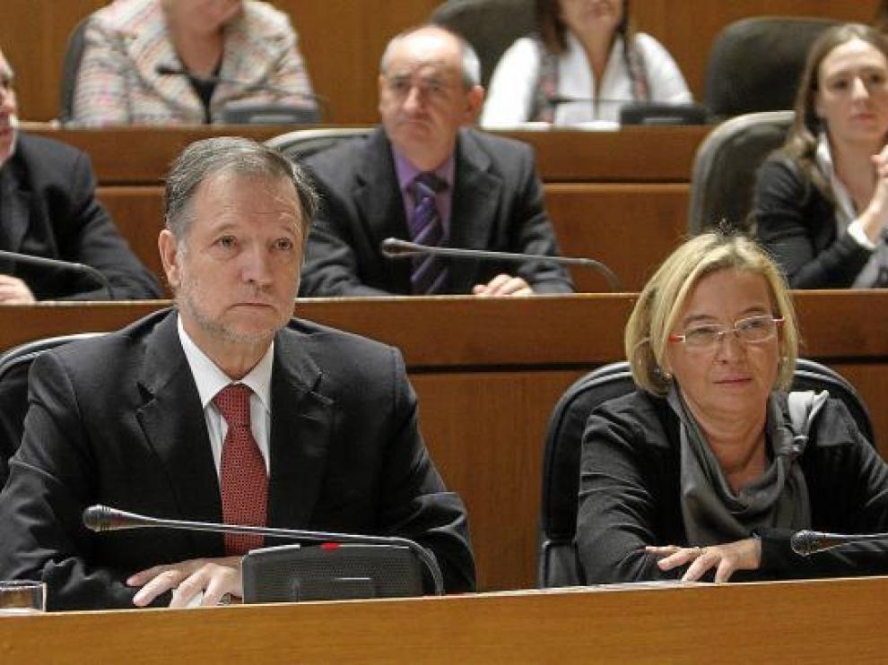El presidente Marcelino Iglesias y la candidata Eva Almunia, en uno de los últimos plenos de las Cortes.