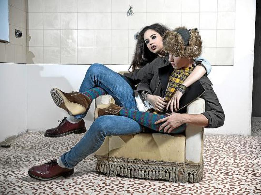 Los modelos zaragozanos Loreto Huertas y Andrés Isiegas lucen prendas de We Are Selecters.