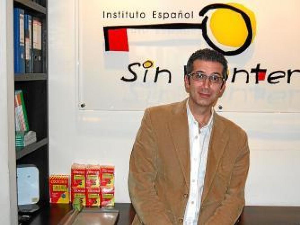 José Gómez, en una de sus academias donde se enseña español.