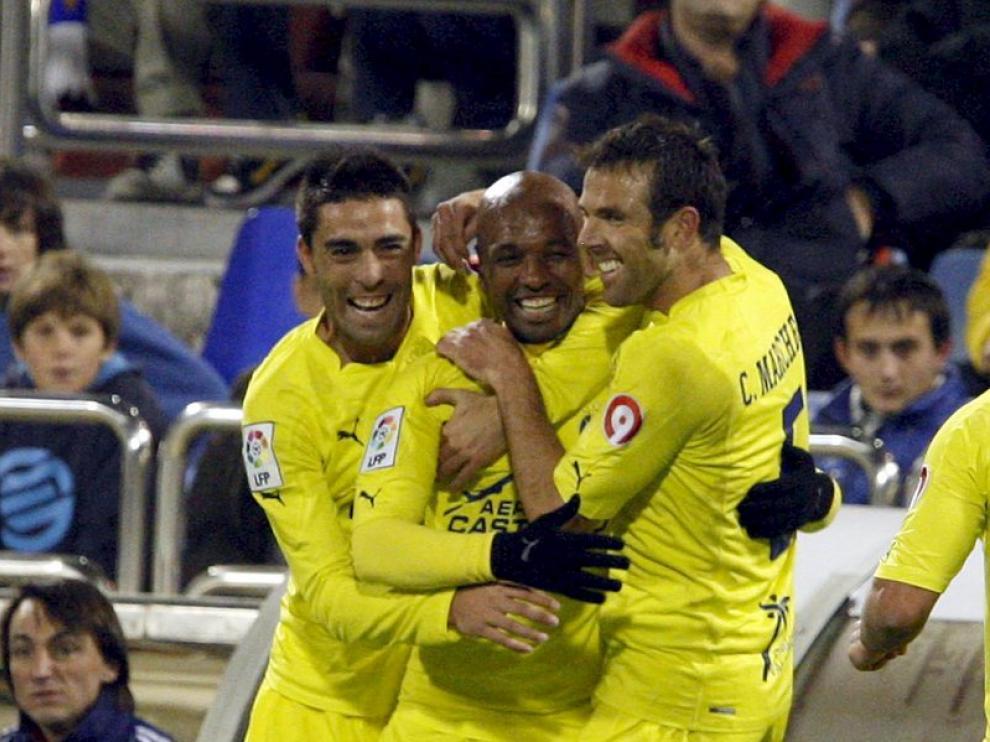 Los jugadores del Villarreal celebran uno de los goles.