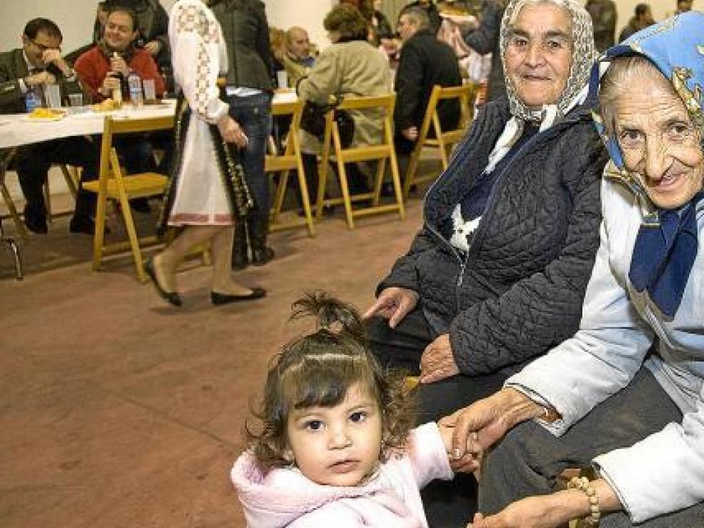 Pequeños y mayores compartieron un día festivo en el pabellón del barrio de la Consolación.