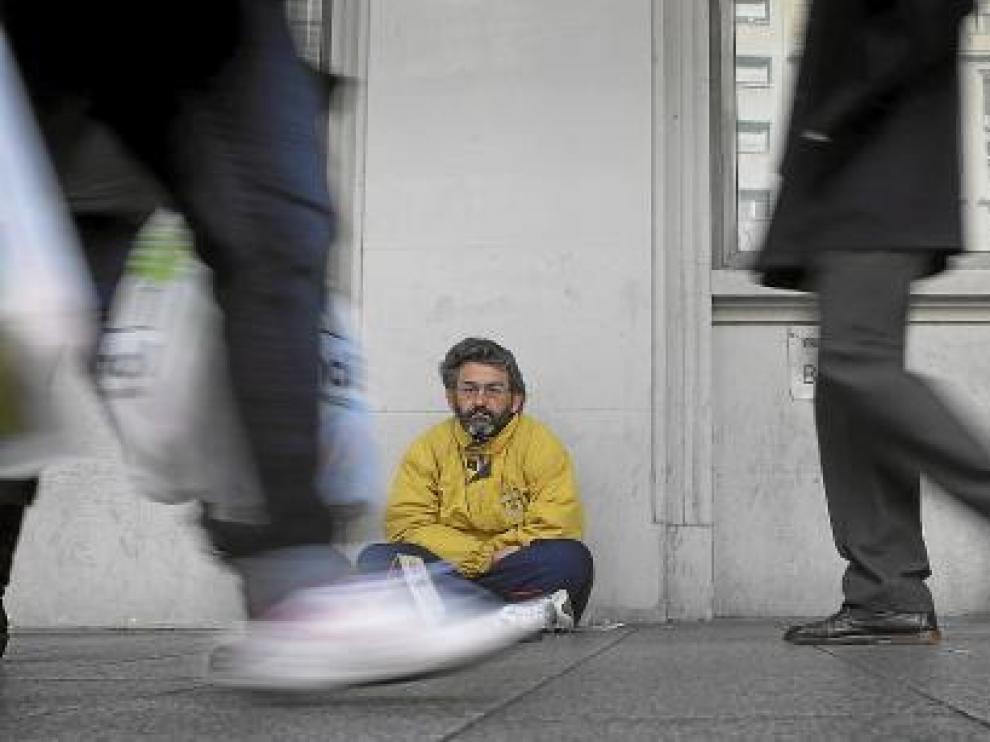 Jesús Torres, en el sitio del paseo de la Independencia donde se sienta todos los días.