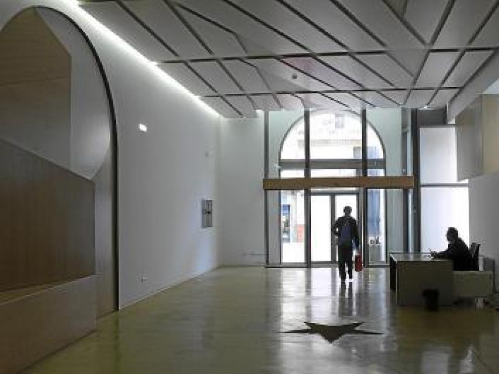 El acceso se establece a través de la plaza de la Victoria.