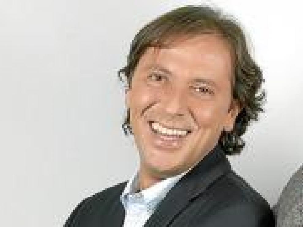 El locutor Paco González.
