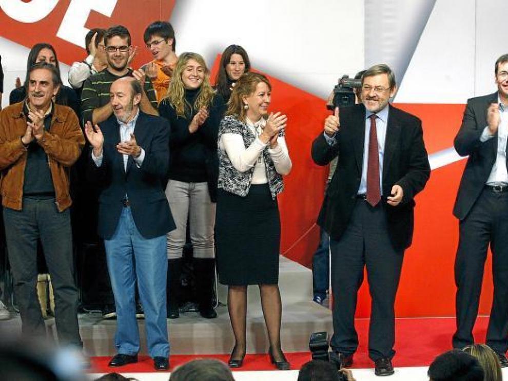 De izquierda a derecha, Gómez, Rubalcaba, Menéndez, el candidato Lissavetzky y Tomás Gómez.