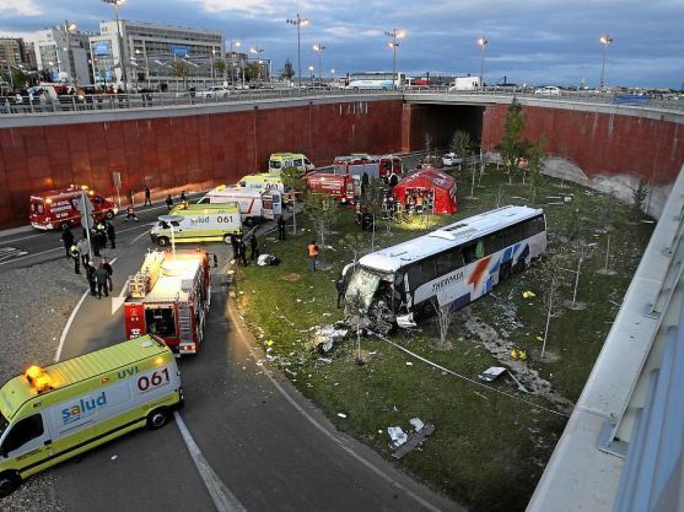 Los equipos de emergencias de la ciudad se desplegaron rápidamente en el lugar del accidente.