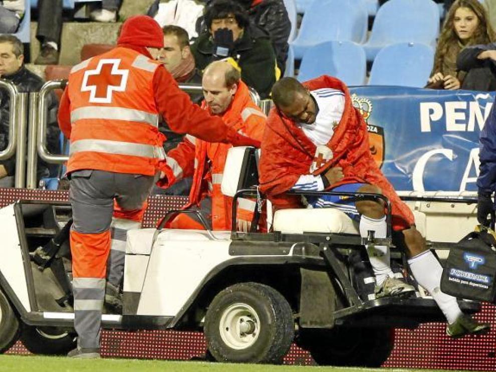 Sinama-Pongolle se retira lesionado del partido contra el Villarreal.