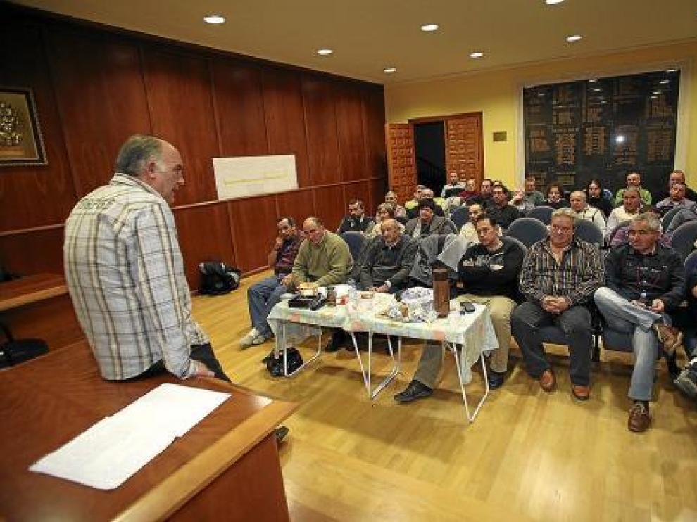 La asamblea tuvo lugar en el salón de plenos del Ayuntamiento de Calamocha.