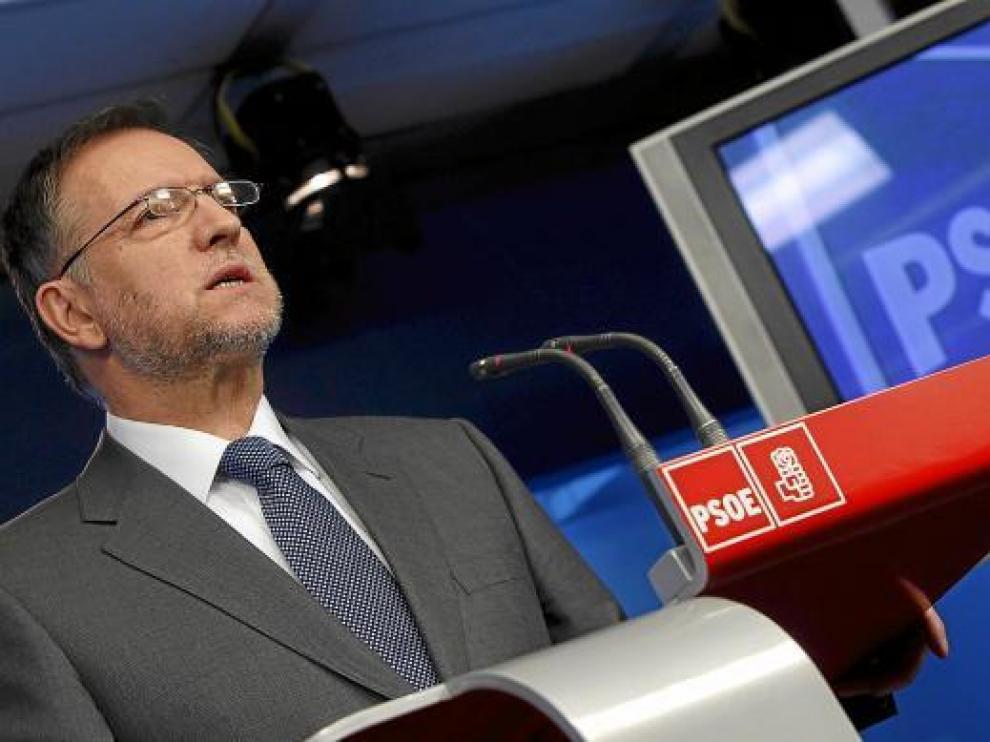 El secretario de Organización del PSOE, Marcelino Iglesias, durante su comparecencia de ayer.