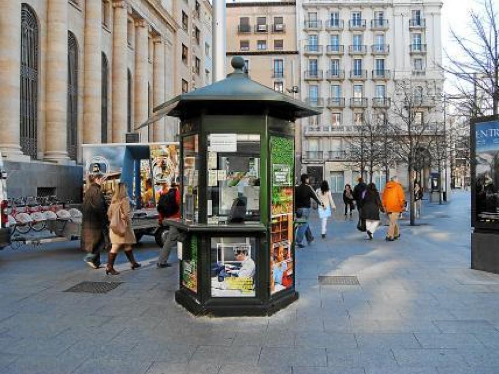 Plaza de España. Uno de los principales objetivos de la reforma del paseo de la Independencia y la plaza de España era lograr mayor espacio para los peatones, pero la colocación de su mobiliario urbano tal vez no sea la más cómoda para el viandante.