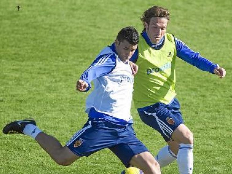 Lanzaro rivaliza con Braulio en un entrenamiento.