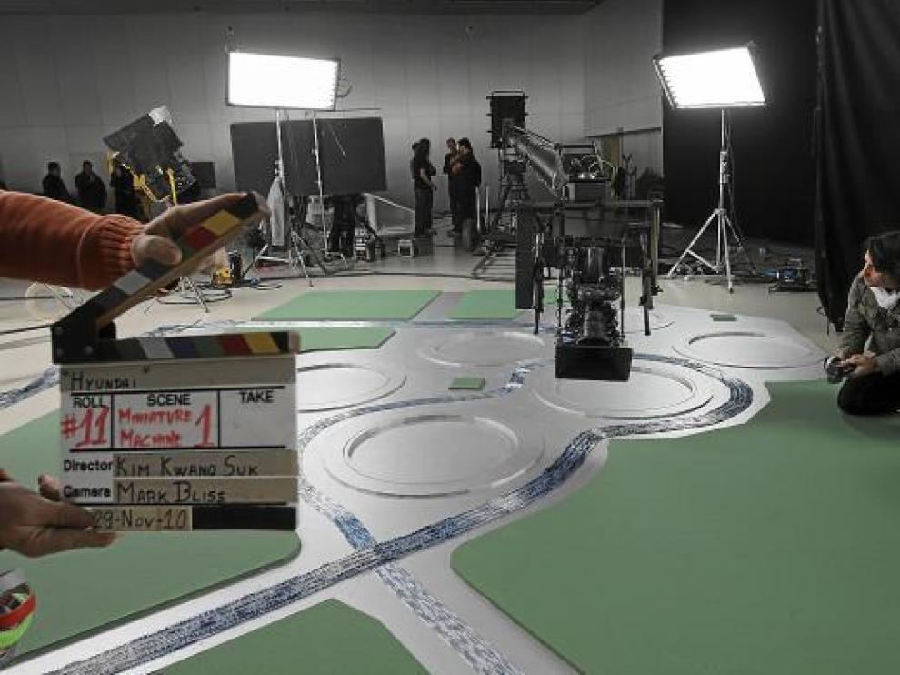 Imagen del rodaje, ayer, del 'spot' publicitario en el Palacio de Congresos de Zaragoza.