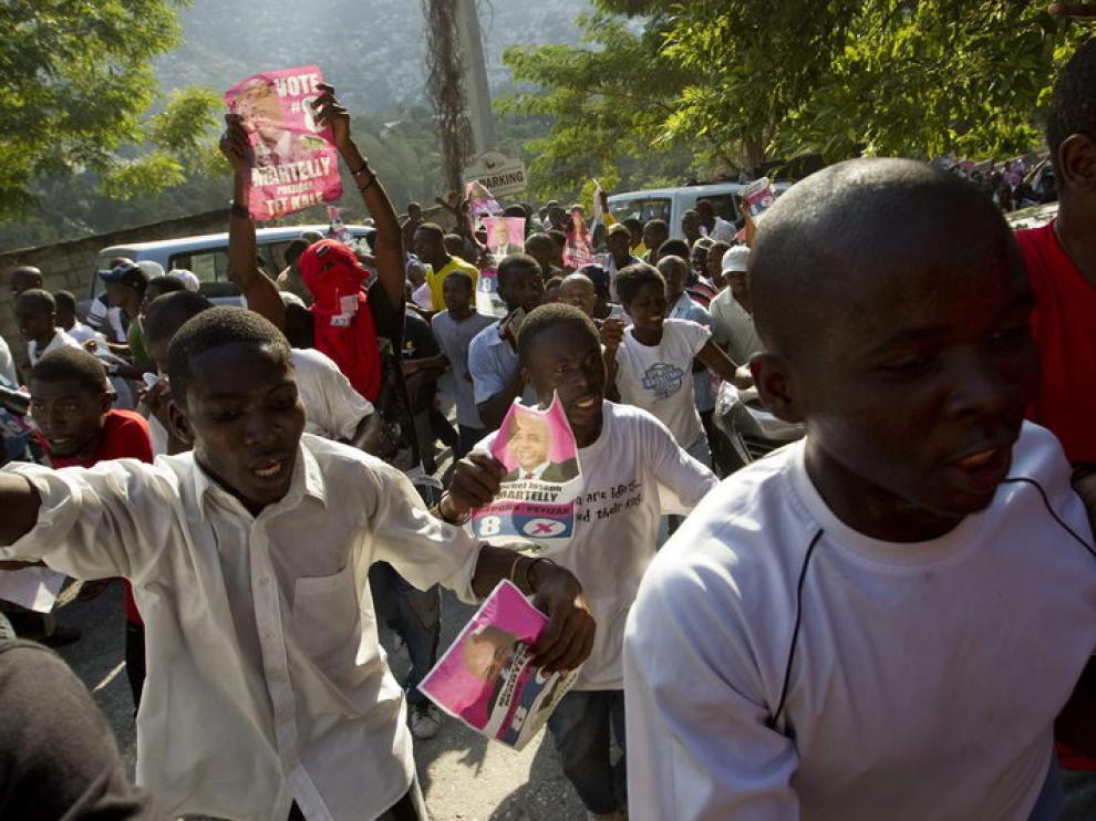 Ciudadanos haitianos, en una manifestación callejera
