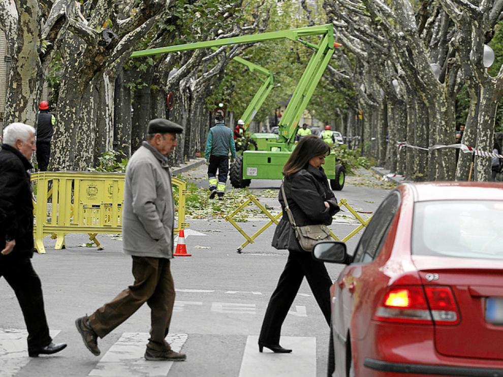 La calle del Parque se cortó ayer entre San Jorge y Valentín Carderera.