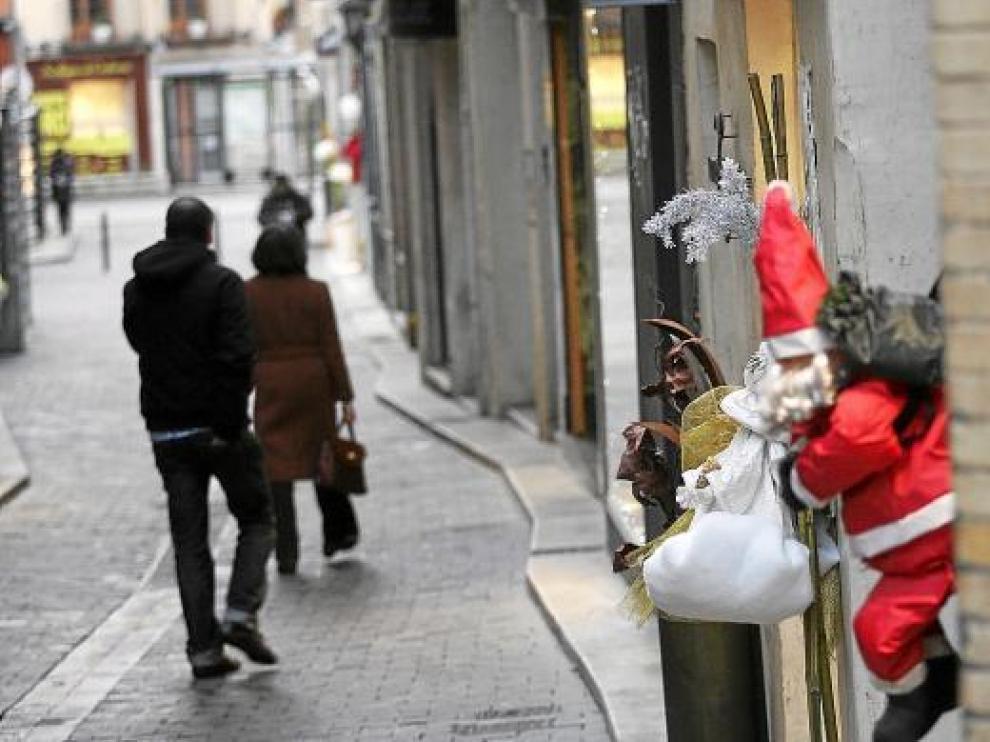 Uno de los adornos navideños colocados en la calle de La Correría por los comerciantes.