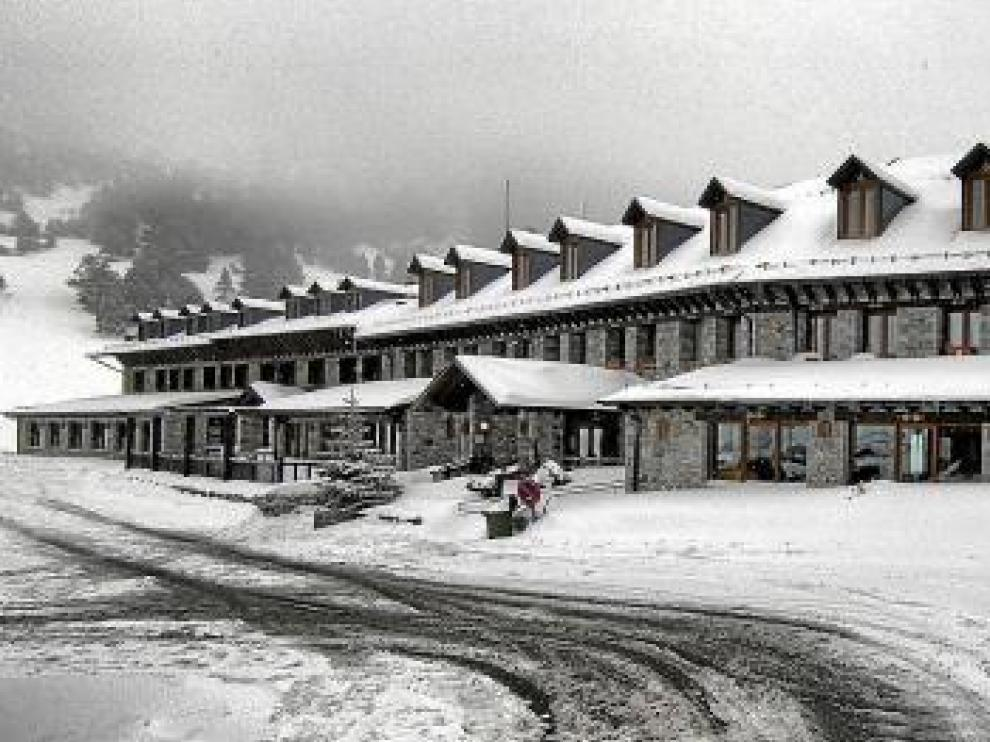 La nieve tiñe todo el norte de la provincia  y crea problemas en Sobrarbe y Ribagorza