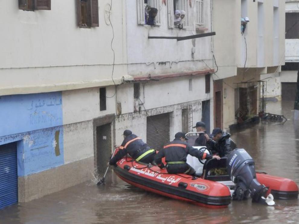 Operación de rescate en una inundación en Casablanca.
