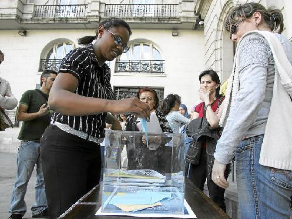 Acto en favor del voto de los inmigrantes en las elecciones municipales de 2007 en Zaragoza.