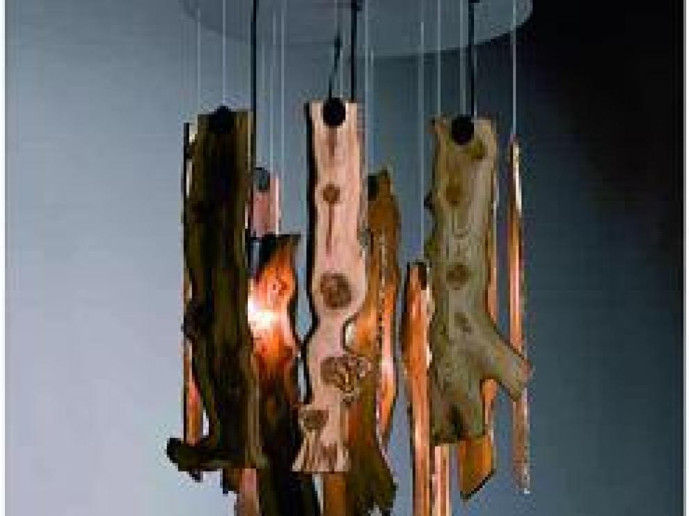 'Tree', cuerpo de madera y base en acero.